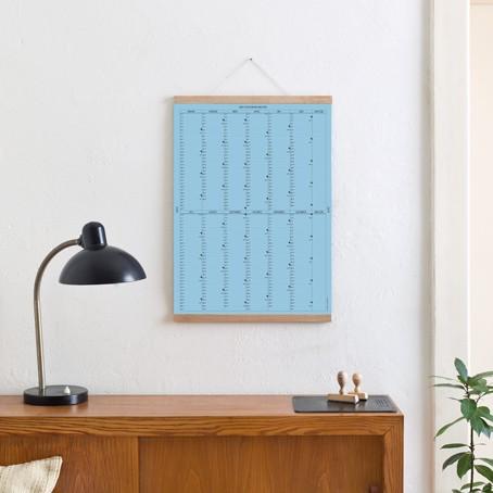 Der A2 Wandkalender 2019 (blau) mit Posterleiste / SALE